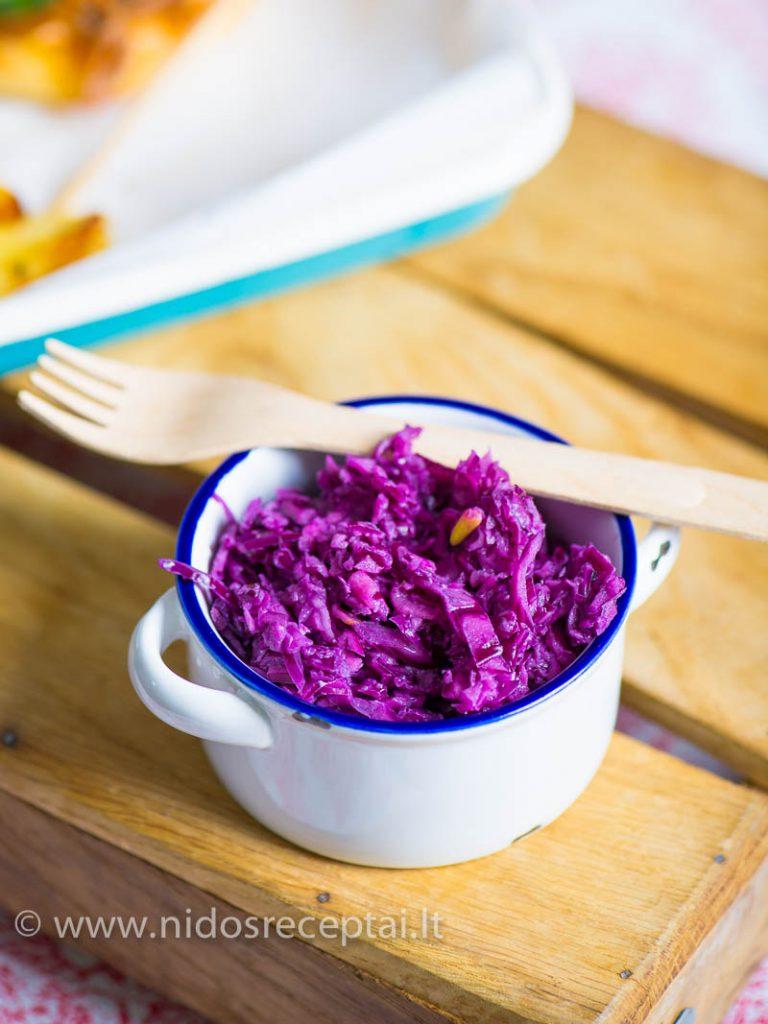 Raudonuju kopustu coleslaw