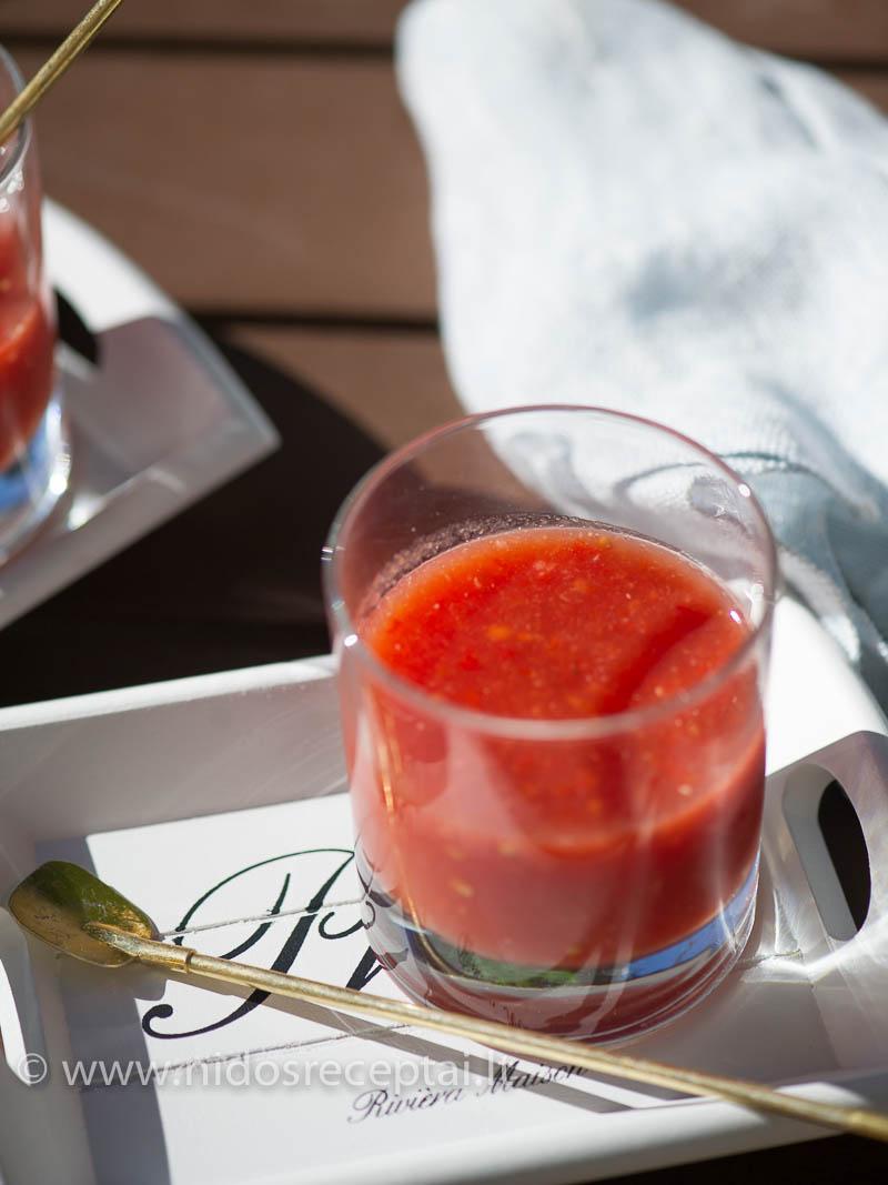 Vasariška šalta pomidorų sriuba