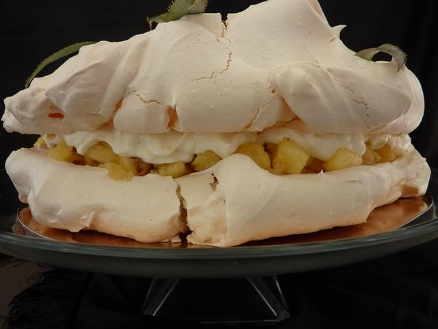 morengu tortas su ananasais ir kokosu