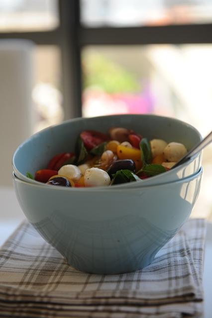 pomidoru salotos su mocarela