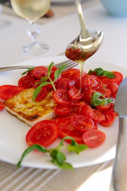 halumi surio ir pomidoru salotos su medumi
