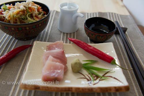 tailandietiskos pikantiskos salotos