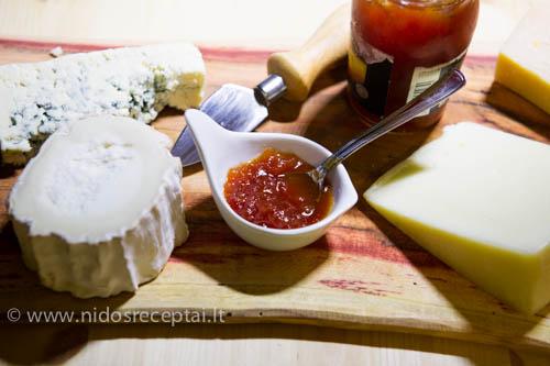 prie surio pomidoru dzemas