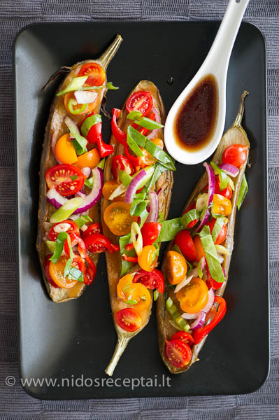 kepti baklazanai su pomidorais