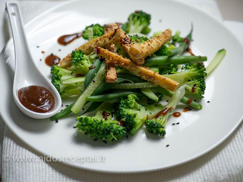 Salotos su tofu