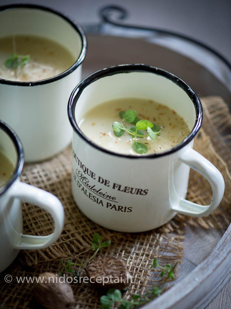 Trinta sriuba su baltaisiais šparagais