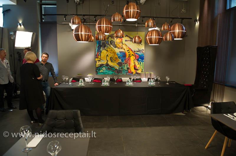 Išdabintas stalas laukia svečių...