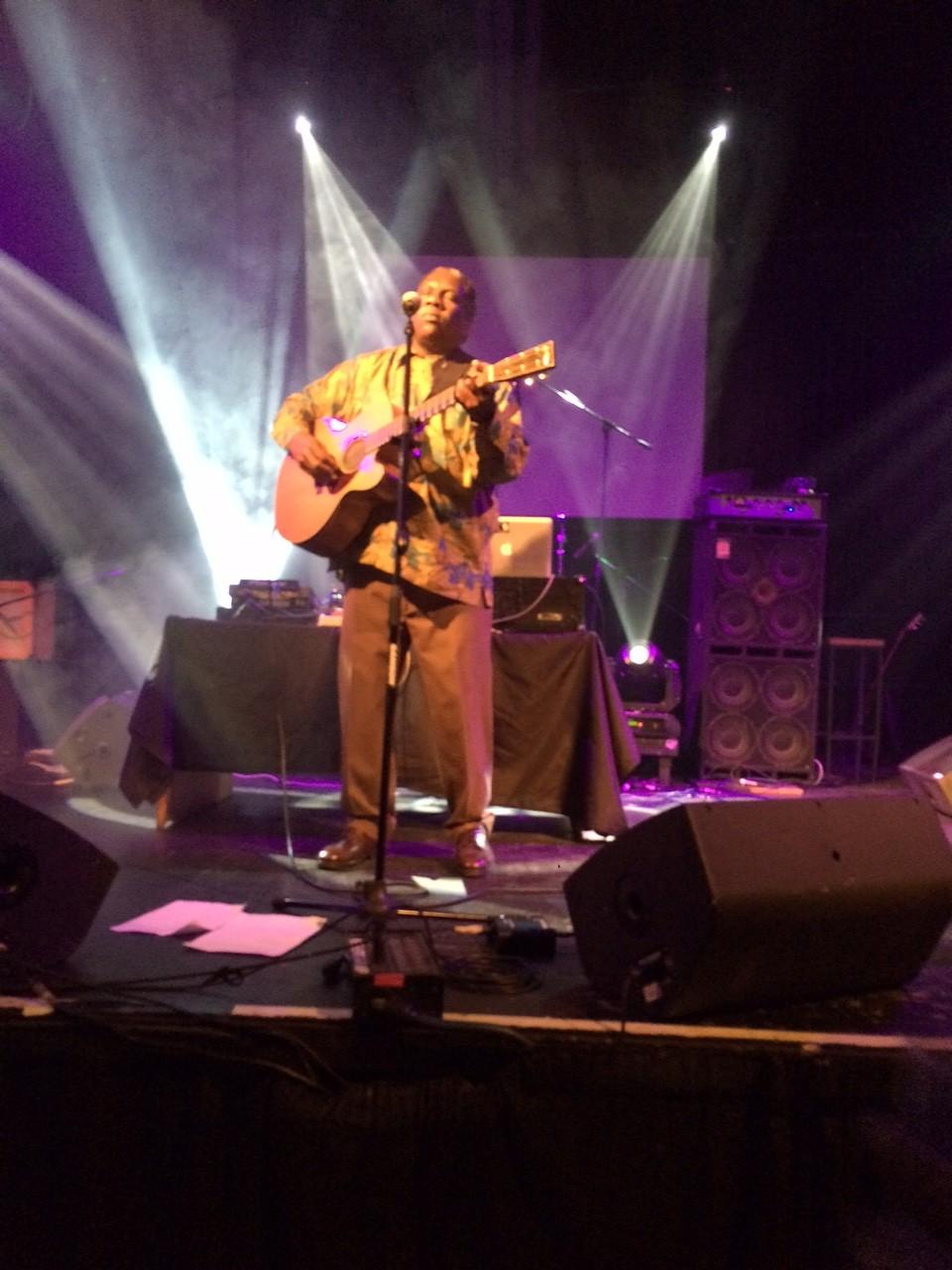 "Populiaraus hit'o ""Say Africa"" atlikėjas Vusi Machlasela"
