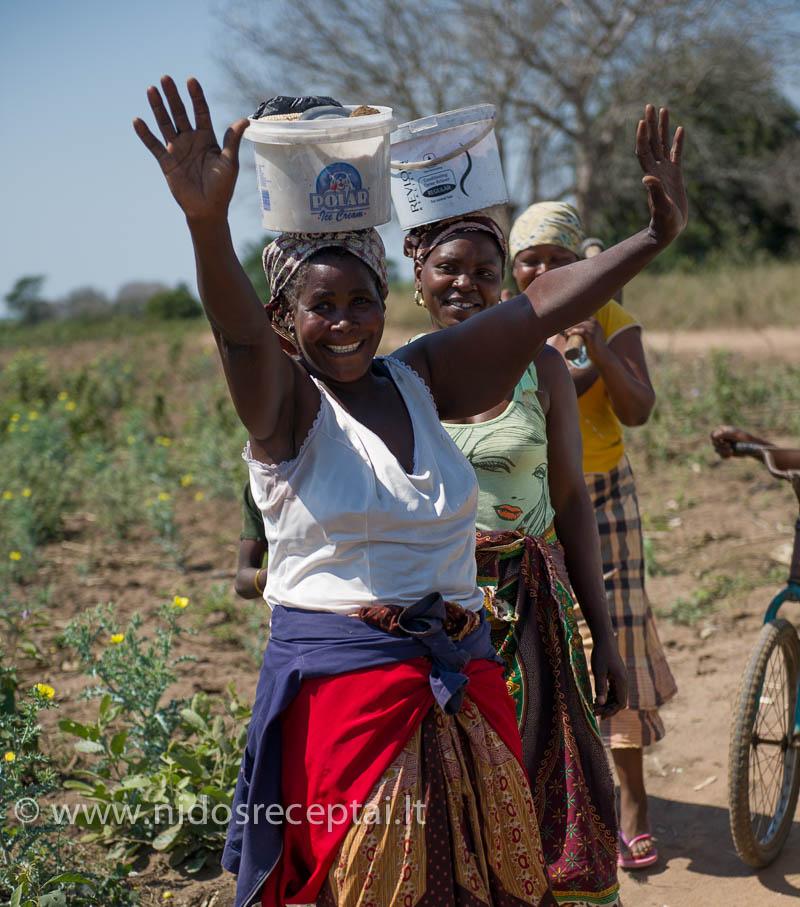 """""""Afrika laikosi ant moterų galvų"""" - teisingai pasakė mano bičiulis"""
