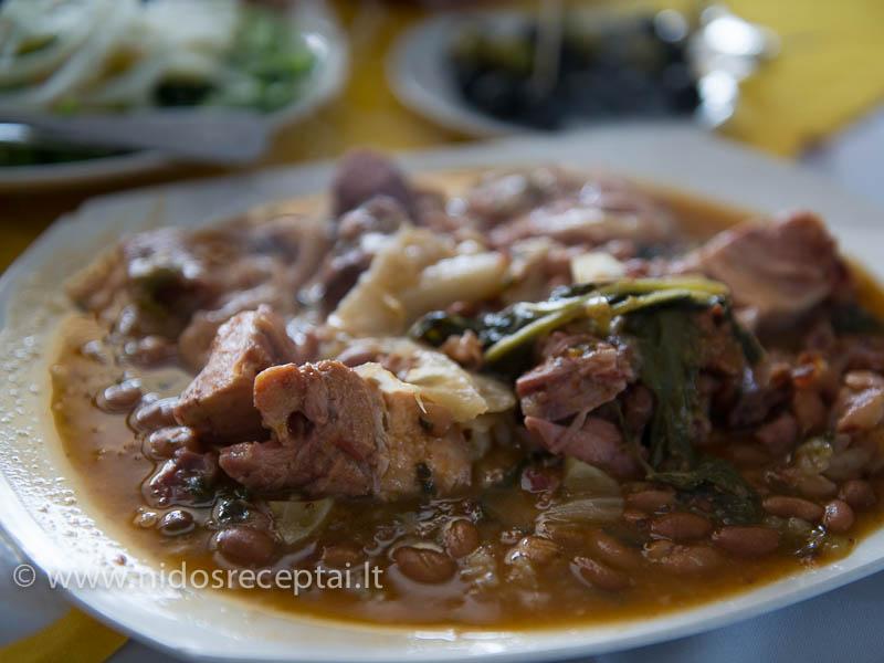 Feijoada - troškinys su pupelėmis ir mėsa