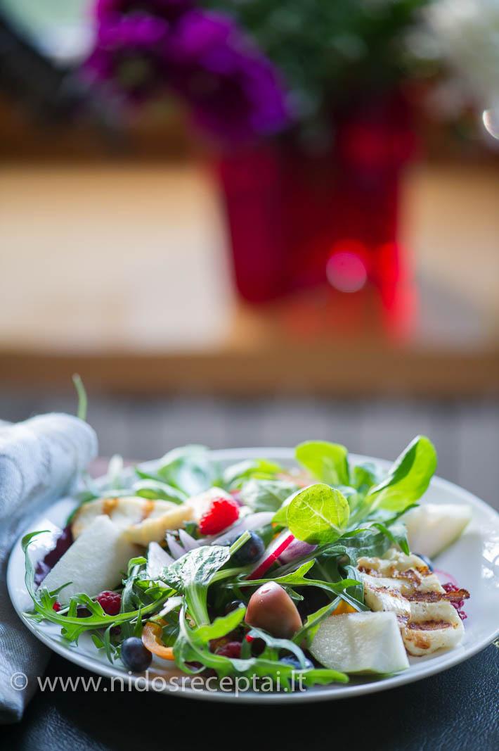 Svarbiausias salotų elementas- keptas haloumi sūris