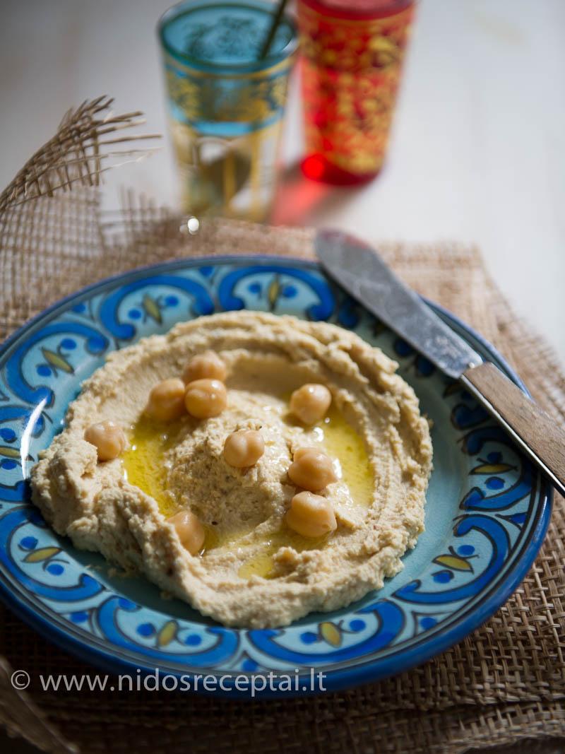 Pasilikite keletą sveikų avinžirnių humuso lėkštei papuošti