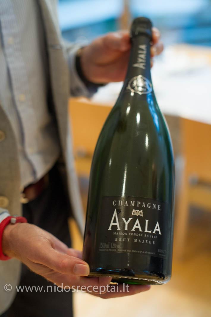 Geras šampanas - gerų šventinių patiekalų palydovas