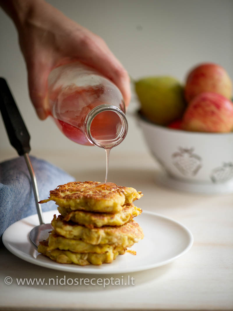 Tirštas obuolių sirupas verdamas iš odelių ir obuolių sėklidžių