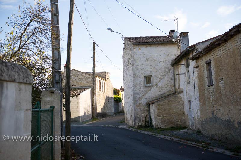 Prancūzijos kaimeliai primena Viduramžiais sustojusį laiką...
