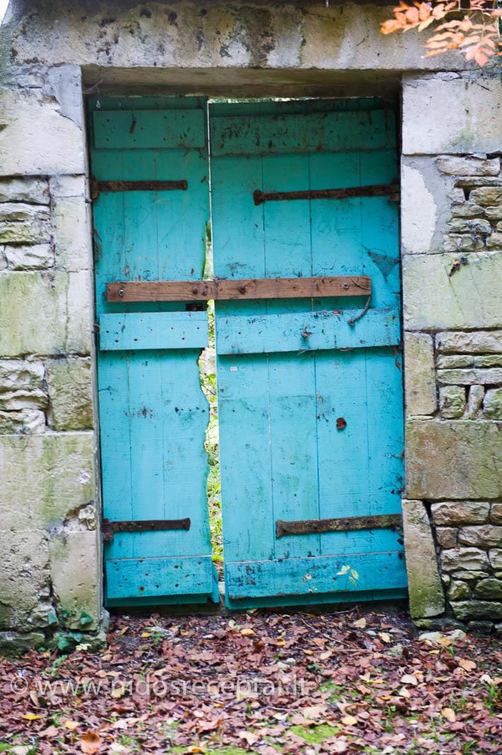 Durys... Visos skirtingos. Kaip ir žmonės, kurie už jų gyvena...