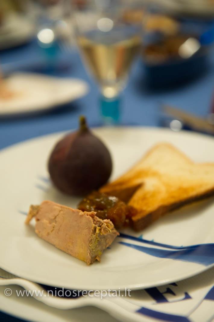 Paskrudinta duona, gabalėlis foie gras, šviežia figa ir figų džemas. Nežinau, ar yra pasaulyje tobulesnis skonių ir tekstūrų derinys...