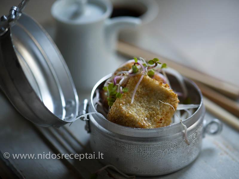 Traškaus tofu sūrio gabalėliai