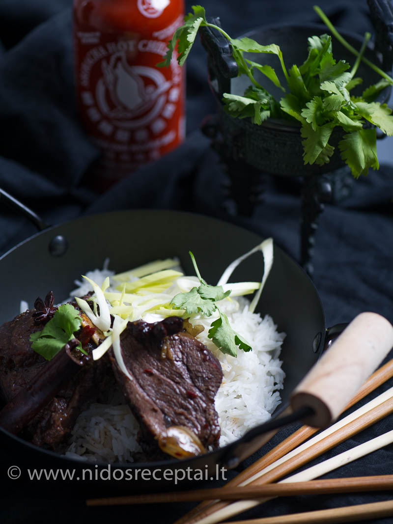 Azijos skonis: jautienos šonkauliai saldžiame lipniame padaže