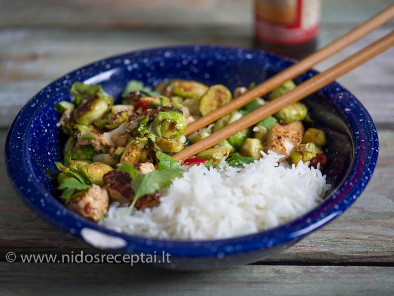 Šiam patiekalui naudokite tvirtos konsistencijos tofu, kurį būtinai gerai nusausinkite