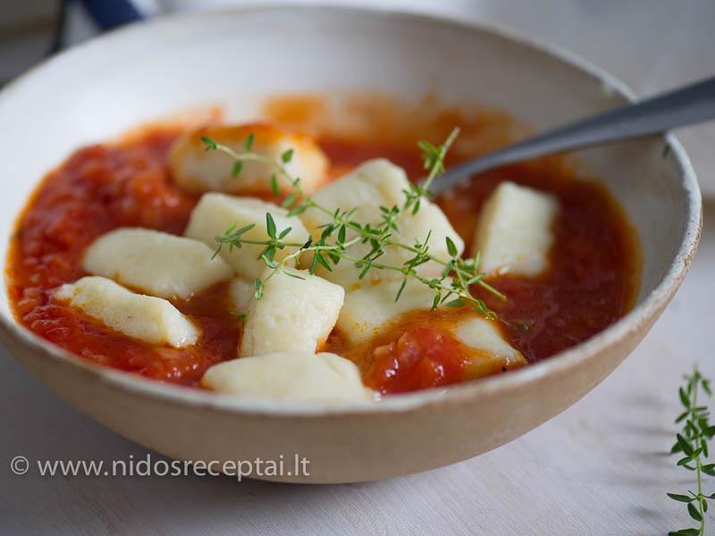 Gnocchi su pomidorų padažu