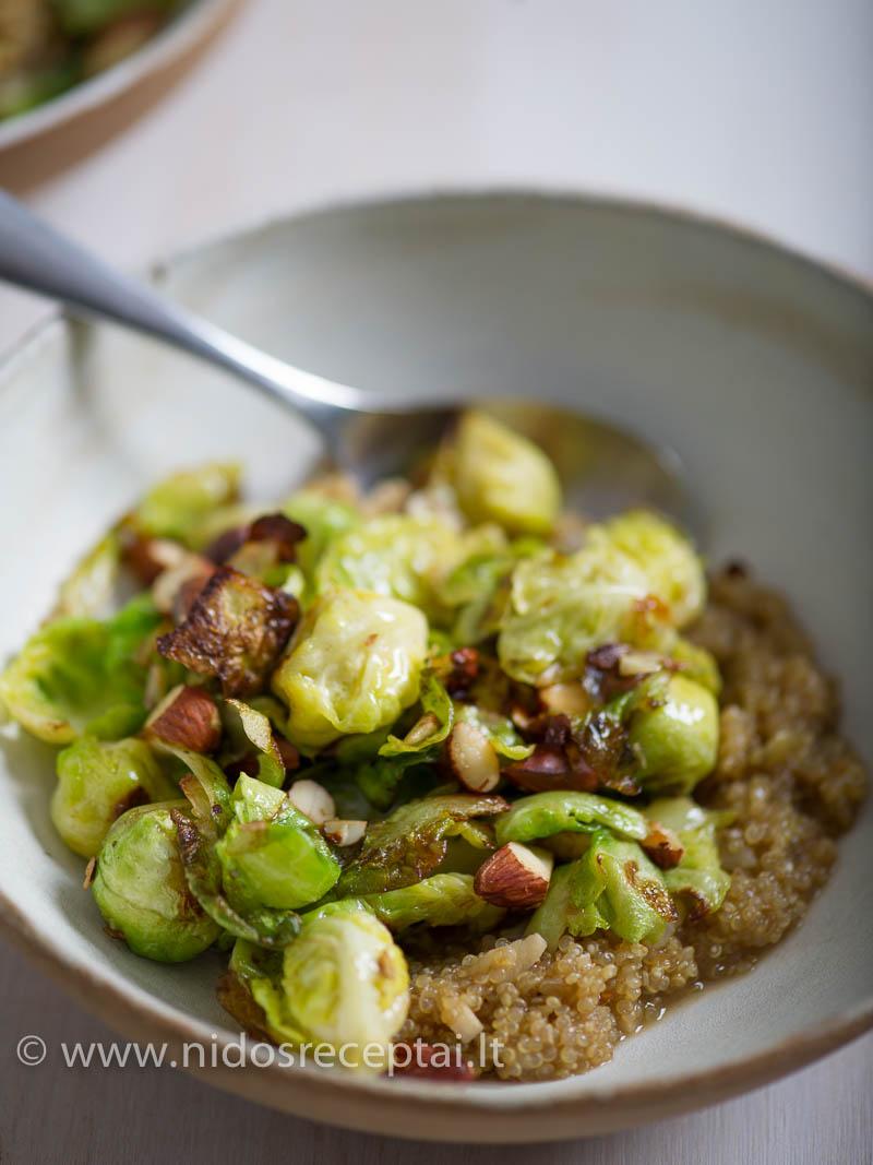 Traškūs riešutai, apskrudę briuselio kopūstai ir kreminė quinoa konsistencija - tobulas derinys