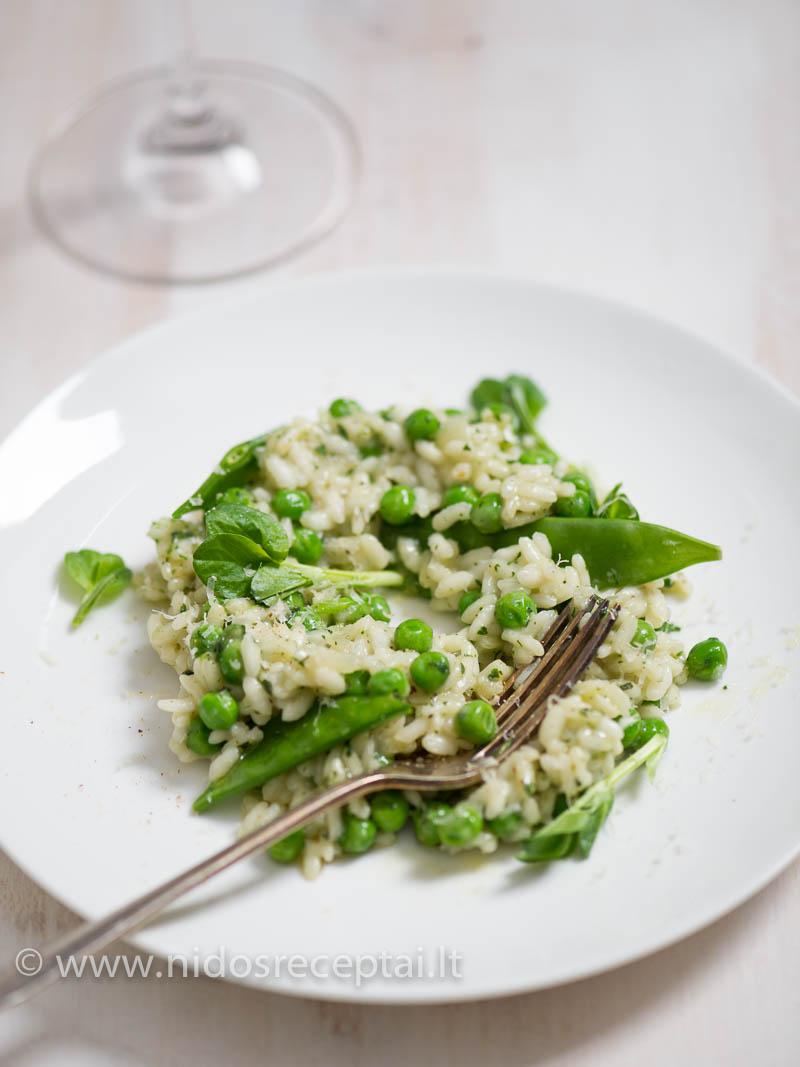 Vegetariškasis sotus risotto gali būti patiekiamas kaip atskiras patiekalas, arba garnyras prie mėsos ar žuvies patiekalo