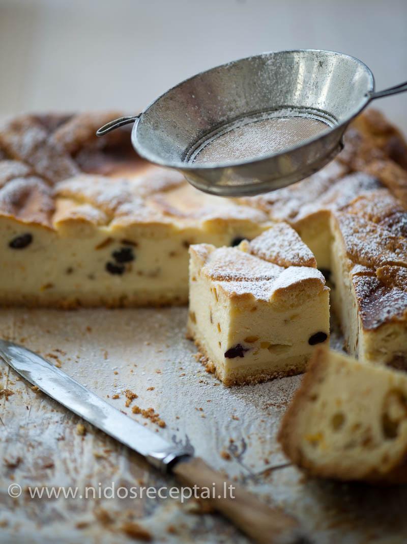 Pyragą galima patepti sitrininiu glajumi...