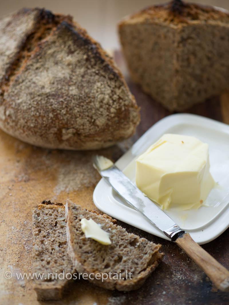 Duona skaniausia dar šilta, su minkštu sviestu
