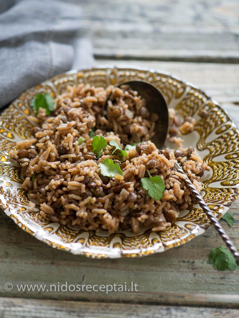 Madžadra - arabiškas lęšių ir ryžių troškinys su kepintais svogūnais