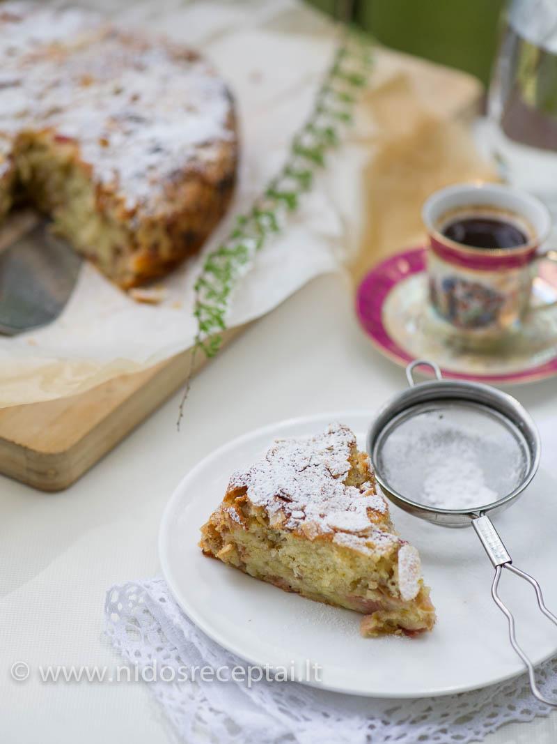 Rabarbarų pyragas su migdolais: purus, minkštas, drėgnas...