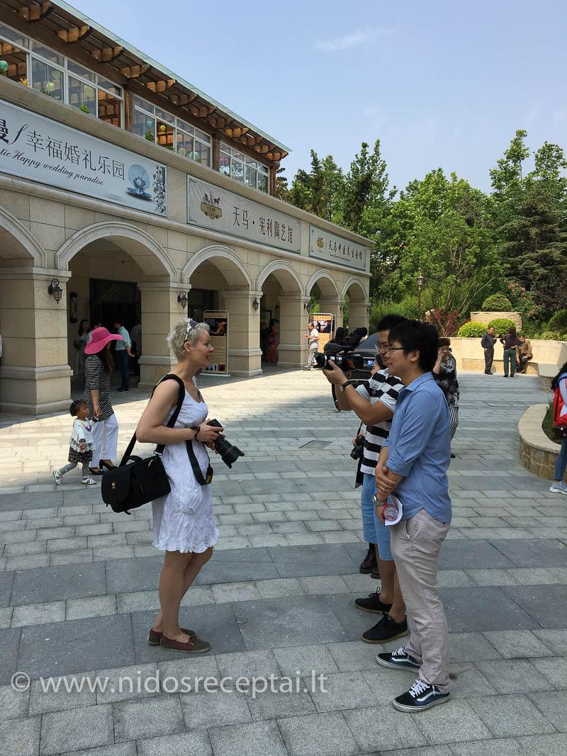 Renginiu labai domėjosi Kinijos spauda ir televizija, daviau nesuskaičiuojamą skaičių interviu...