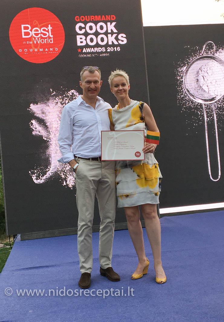 Garbingas apdovanojimas - Izraelio skoniai pripažinti geriausia pasaulyje kulinarine knyga žydiškos virtuvės kategorijoje