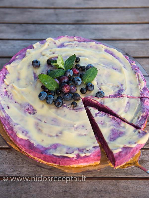 Nekeptas varškės ir mėlynių tortas su baltuoju šokoladu - tobulas vasaros desertas