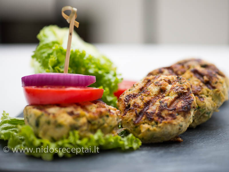 Dietiškieji fitburgeriai su vištiena ir cukinijomis