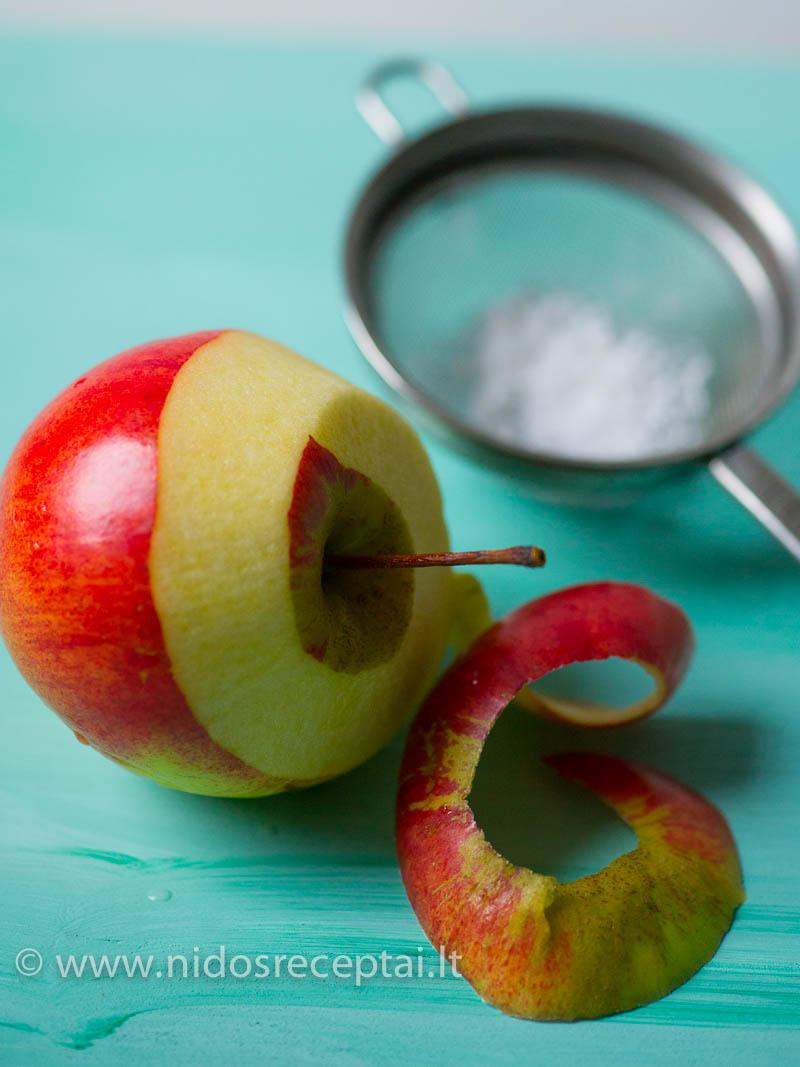 Šis patiekalas - geras būdas sunaudoti obuolius, kurių niekas nenori valgyti :)