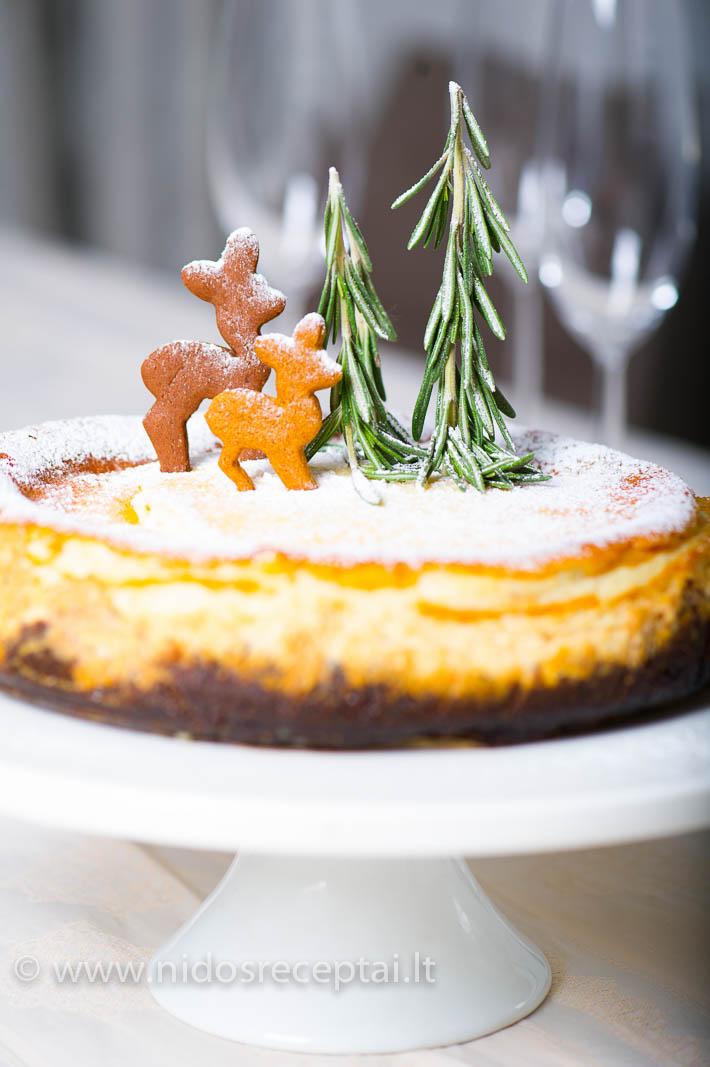 Surio pyragas su marcipanu