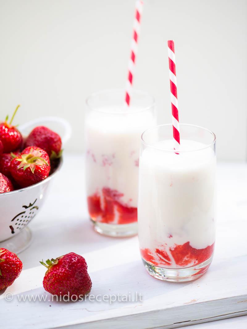 Braškinis kokteilis su jogurtu