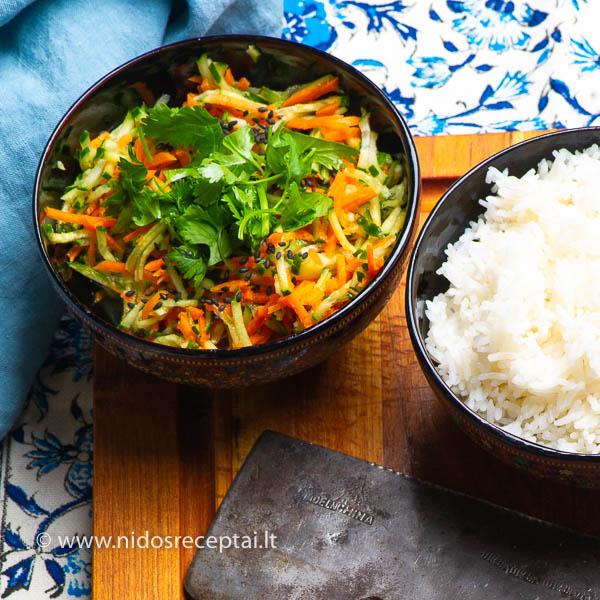 Agurkų ir morkų salotos